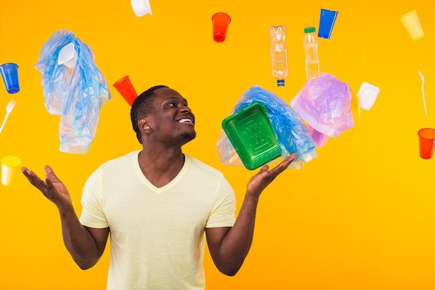 Giornata mondiale dell'ambiente, problema del riciclaggio della plastica e concetto di disastro ambientale - sorpreso