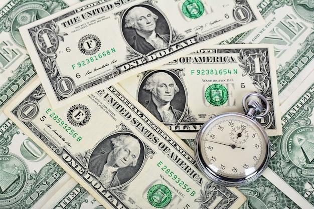 Il tempo della crisi finanziaria mondiale è denaro