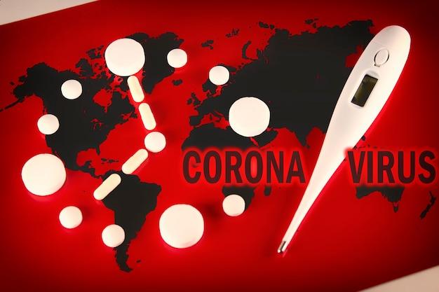 Mappa del mondo coronavirus covid-19, paesi con covid-19, mappa covid 19. aggiornamento della situazione della malattia di coronavirus 2019 diffuso in tutto il mondo. orologio fatto di compresse bianche con clessidra, termometro su rosso.