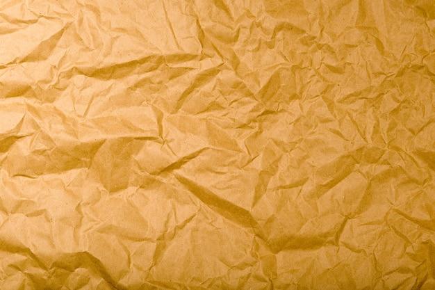 Texture di carta kraft spiegazzata. sfondo vintage marrone naturale - immagine
