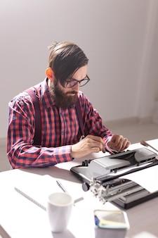 Lo scrittore sta lavorando a un nuovo libro