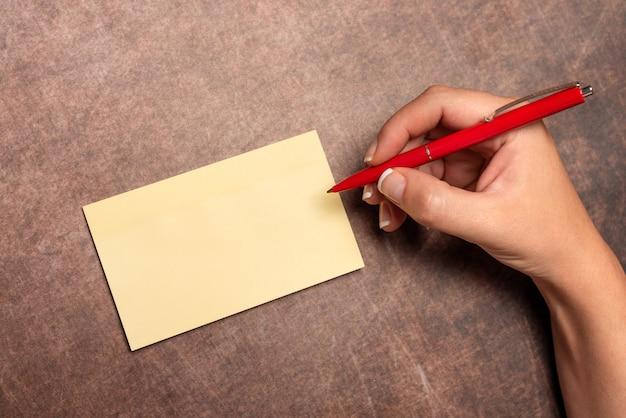 Scrivere note importanti disegnare un nuovo design comporre idee per lettere presentare registrare messaggi scritti aiuto visivo disegni di layout foglio di comunicazione communication
