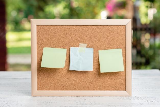 Scrivere note importanti nuove idee, creare documenti scritti, comporre un'idea per una lettera, disegnare lettere, elencare documenti di testo, redigere un articolo scritto a mano