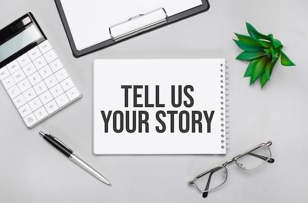 Scrittura del testo che mostra raccontaci la tua storia