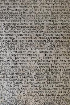 Scritto in latino all'interno della chiesa di monreale in sicilia.