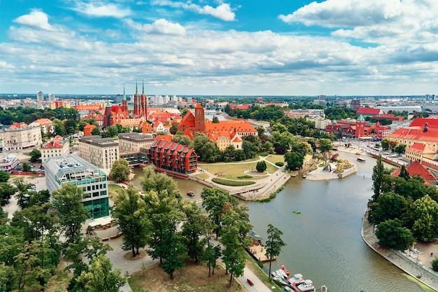 Panorama della città di wroclaw centro storico nella vista aerea di wroclaw