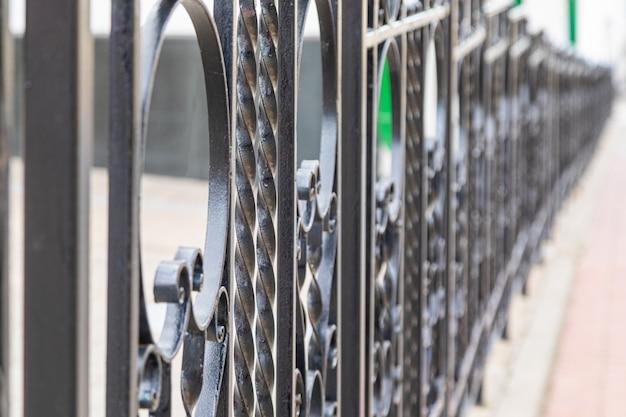 Balaustra in ferro battuto del ponte Foto Premium