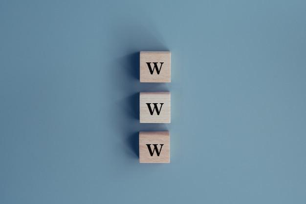 Web browser www sul concetto di blocco di legno