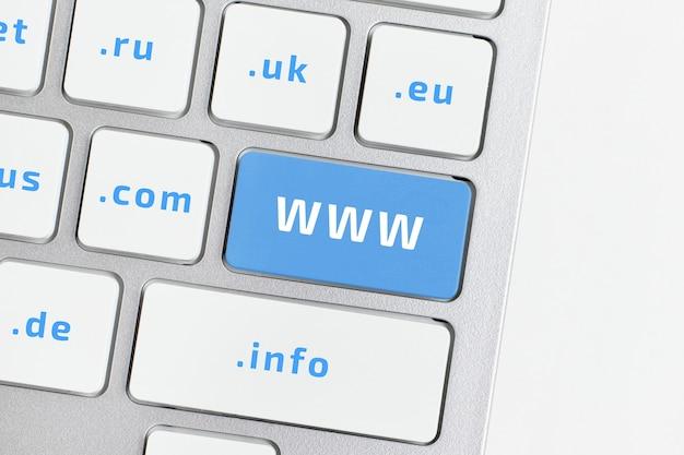 Www - world wide web. un sistema distribuito che collega i computer del mondo tramite internet.