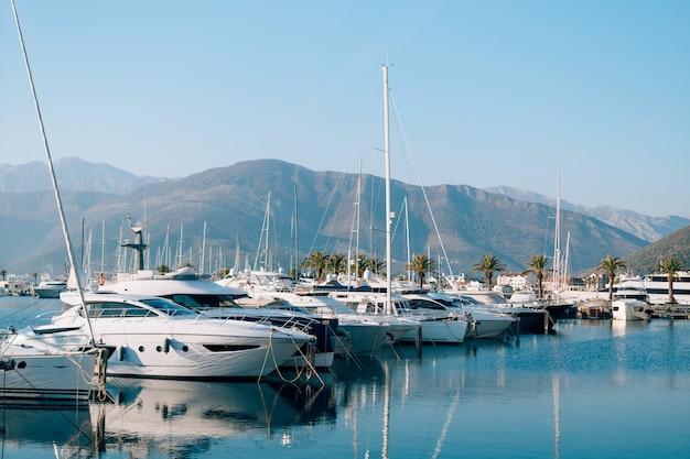 Yacht porto montenegro. zona d'élite di tivat in montenegro