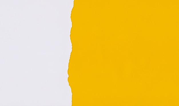 Carta d'arte gialla di sovrapposizione e strappo per il design.