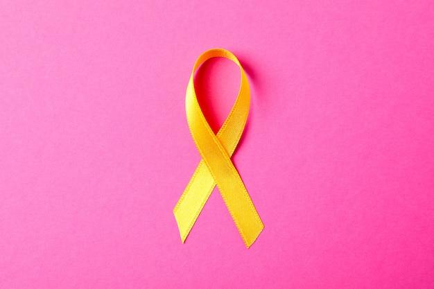 Nastro giallo consapevolezza sul rosa