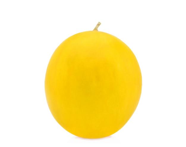 Melone cantalupo giallo isolato su bianco
