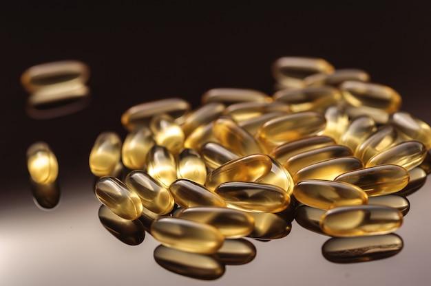 Capsule di olio di pesce gialle, omega 3