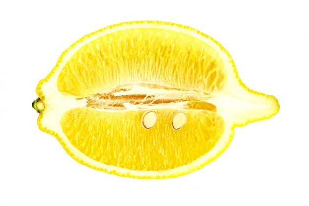 Limone giallo isolato su bianco