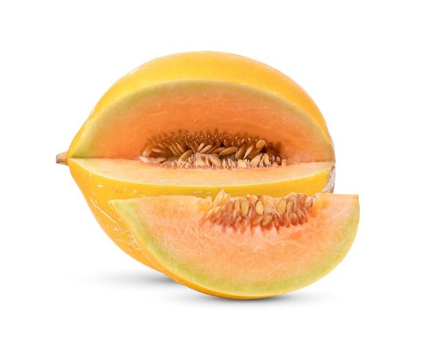 Melone giallo isolato su bianco