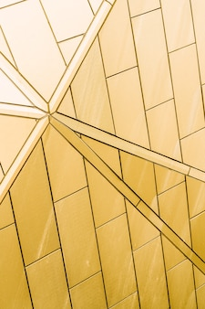 Trama di metallo giallo. struttura in metallo graffiato. sfondo di progettazione.