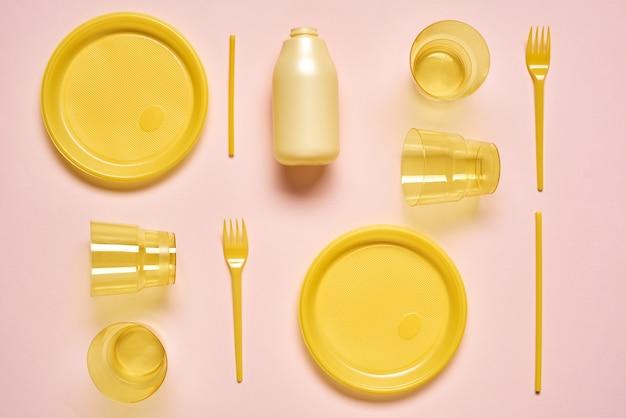 Piatto in plastica gialla