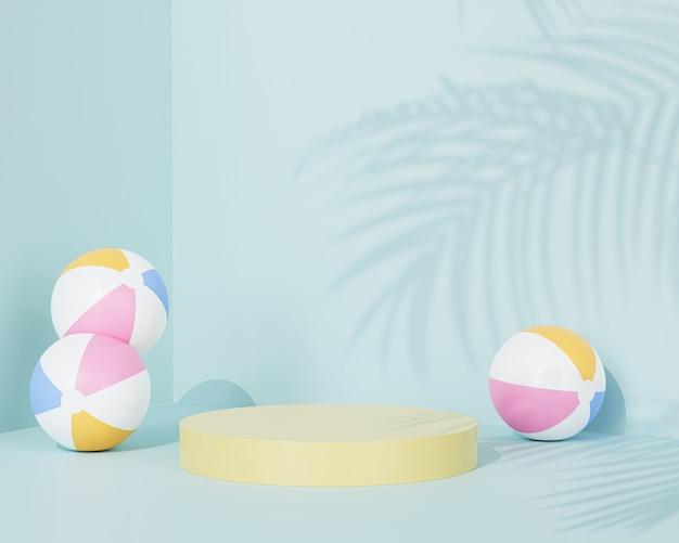Podio giallo su superficie blu pastello con palloni da spiaggia e ombra di palma