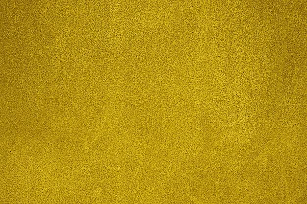 Struttura gialla di vecchia lamiera di acciaio.