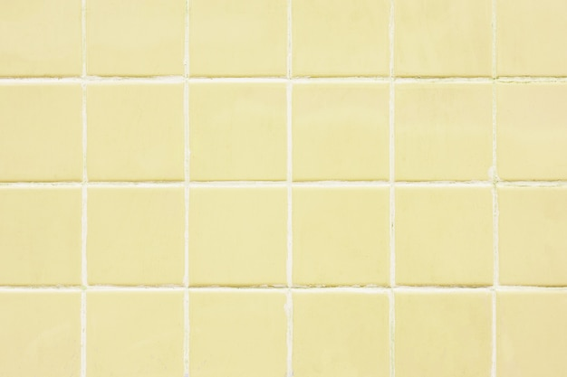 Fondo giallo del modello della parete delle mattonelle