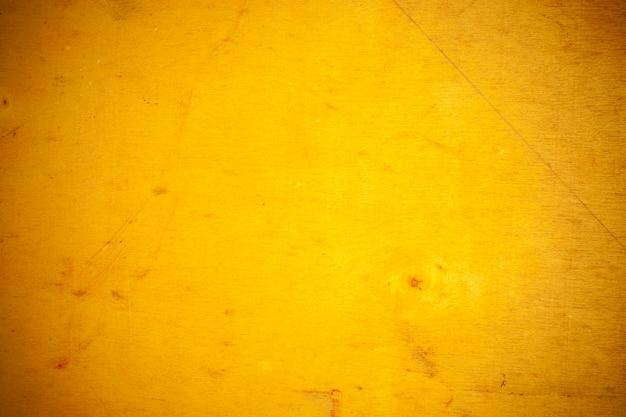 Fondo giallo del bordo di legno.