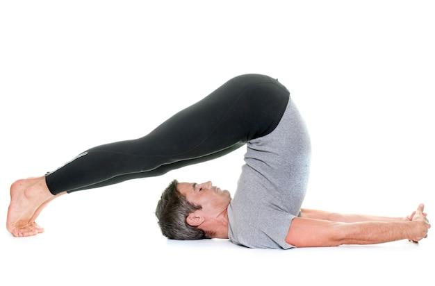 Uomo di yoga isolato