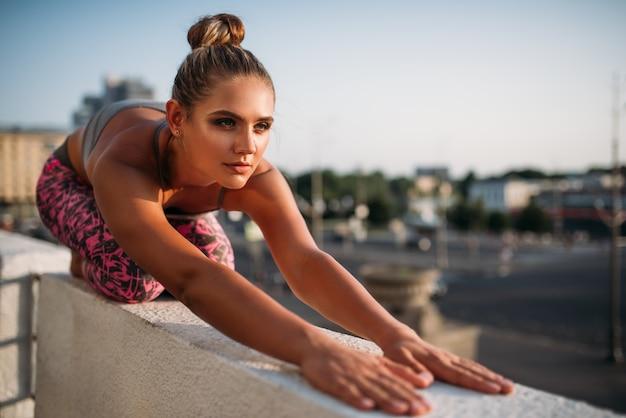 Esercizio di meditazione yoga, relax della donna