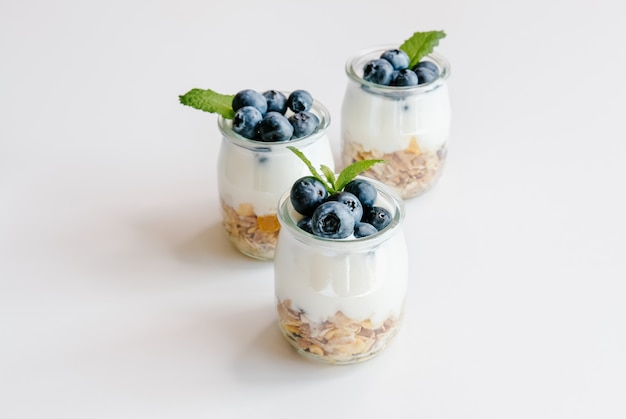 Yogurt con muesli e mirtilli
