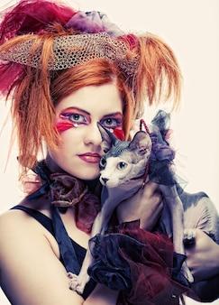 Principessa yong con gatto. trucco di fantasia creativa.