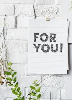 Per te poster sul muro bianco