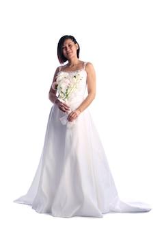 Giovane ragazza asiatica in un abito da sposa