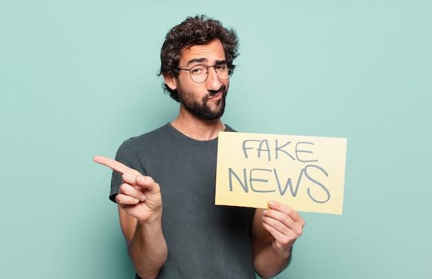 Giovane uomo barbuto fake news concept