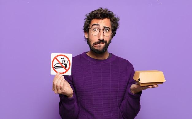 Giovane uomo barbuto vietato il concetto di cibo