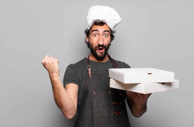 Giovane uomo barbuto. concetto di pizzaiolo