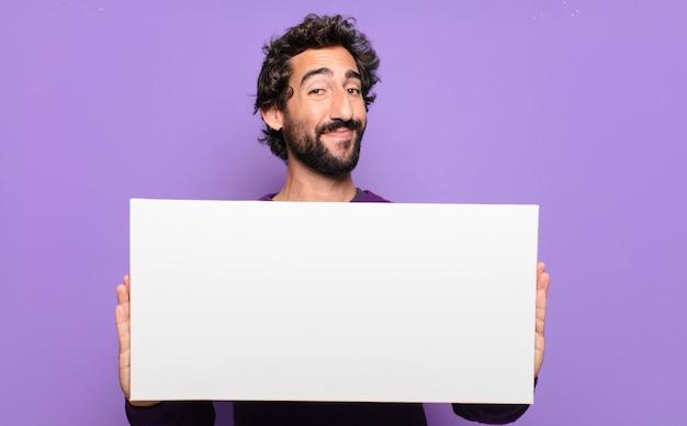 Giovane uomo barbuto con una bandiera in bianco