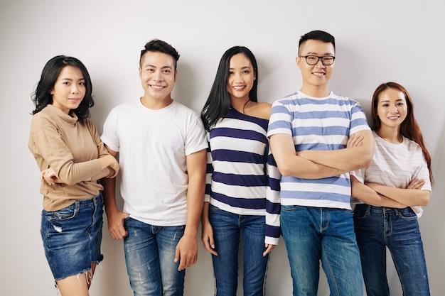 Giovani belli asiatici