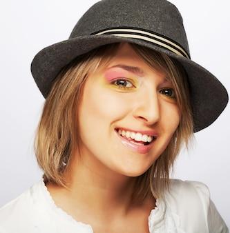 Giovane bella adolescente femminile. girato in studio. avvicinamento