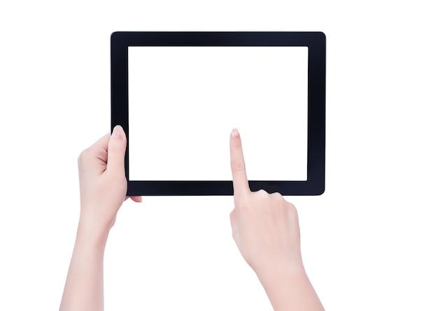 Giovane bella ragazza che tiene un modello di pc tablet nero con schermo bianco isolato su sfondo bianco, close up, mock up, tracciato di ritaglio, tagliate