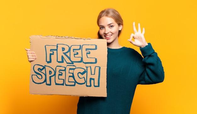 Giovane donna bionda concetto di libertà di parola