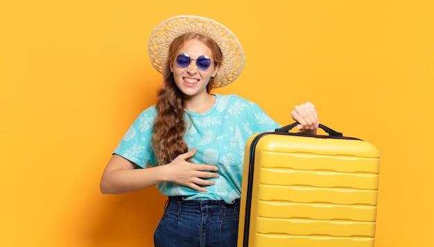 Giovane donna bionda. vacanze o concetto di viaggio