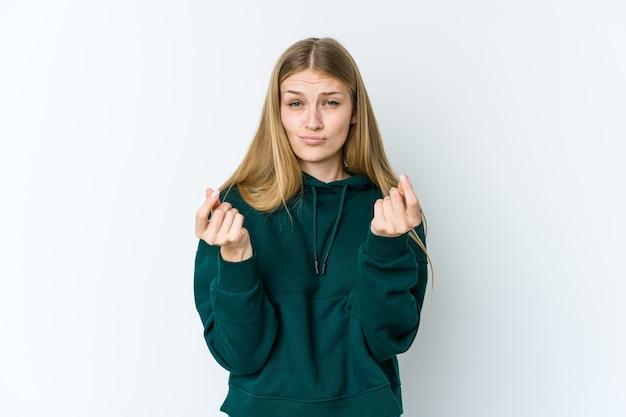 Giovane donna bionda che mostra di non avere soldi