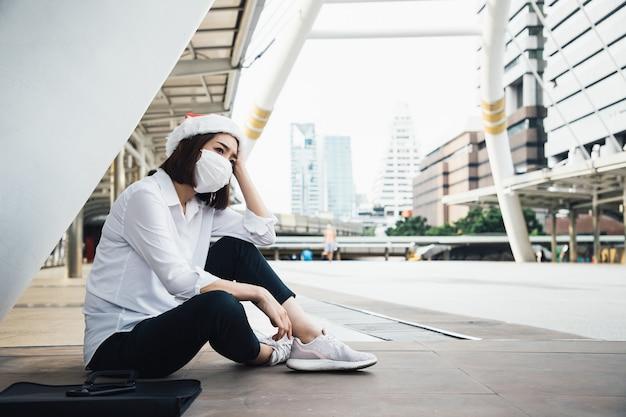 Una giovane donna d'affari ha avuto un dolore al cuore dopo essere stata invitata a lasciare il lavoro a causa delle cattive condizioni economiche