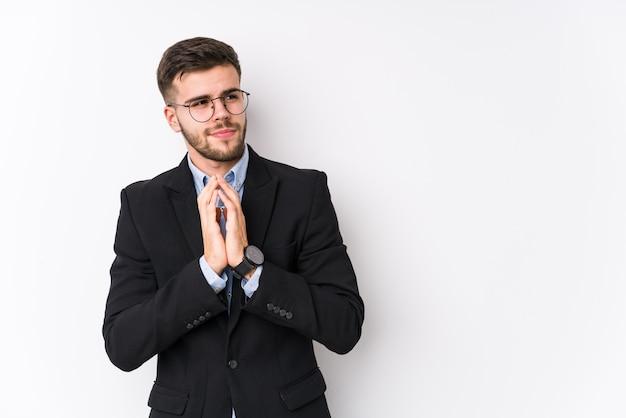 Giovane uomo d'affari indoeuropea posa su bianco isolato giovane uomo d'affari indoeuropea che compongono piano in mente, la creazione di un'idea.