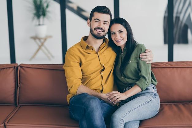 Giovane coppia a casa