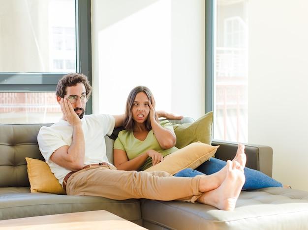 Giovane coppia nella nuova casa