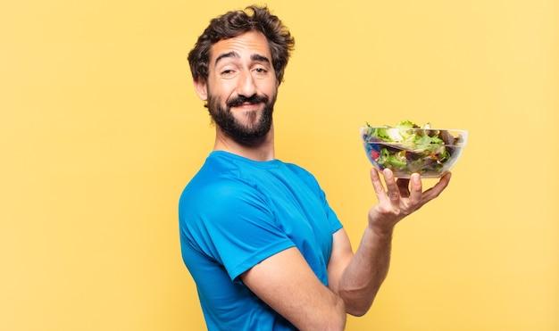 Giovane pazzo atleta barbuto felice espressione e concetto di dieta