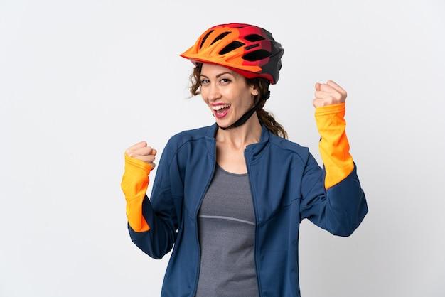 Giovane donna ciclista