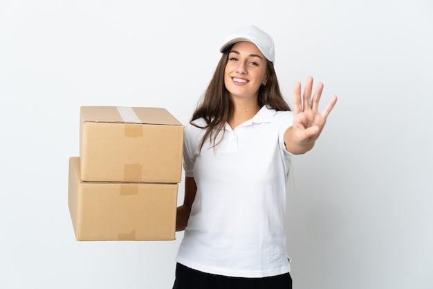 Giovane donna di consegna sopra bianco isolato felice e contando quattro con le dita