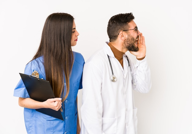 Uomo giovane medico e infermiera